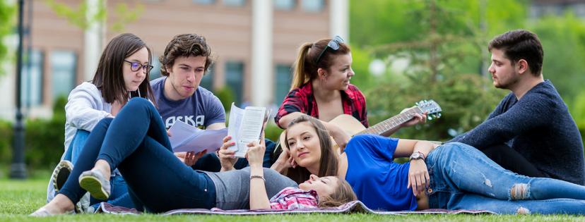 American University in Bulgaria AUBG - Američki sistem obrazovanja se time pokazao kao najkvalitetniji u svetu jer je studentu omogućeno da razvije svoju kreativnost, kritičko mišljenje i aktivno celoživotno učenje, gde same brojke pokazuju kvalitet ovog sistema obrazovanja – 18 od 20 univerziteta na QS listi zauzimaju američki univerziteti.