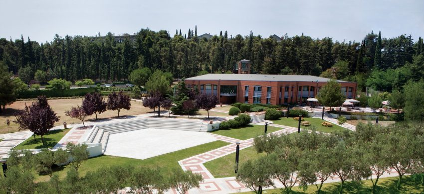 američki koledž u solunu - studije budućnosti